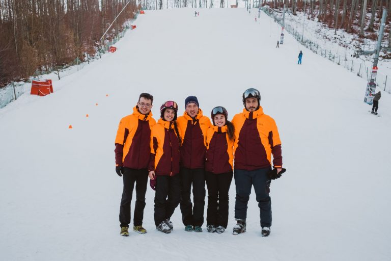 Echipa de instructori de schi si snowboard - Covalpin